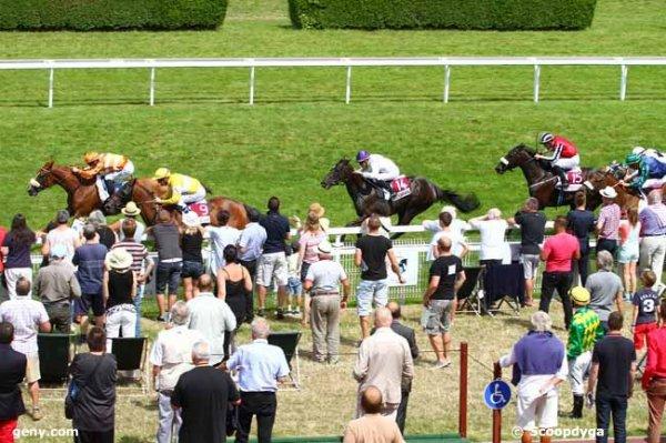 lundi 3 août 2015 - clairefontaine - 16 chevaux plat 2200 mètres cotes du matin 9 5 6 8 1 10 13 arrivée 6 9 14 15 1