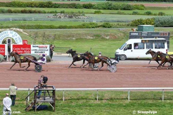mercredi 5 août 2015  -  saint malo  g.n.t. paris turf 17 chevaux  arrivée   6 8 1 7 3