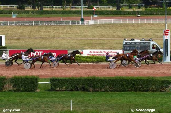 mercredi 12 août 2015 - enghien 16 chevaux trot attelé départ a l'autostart arrivée 8 5 2 4 6
