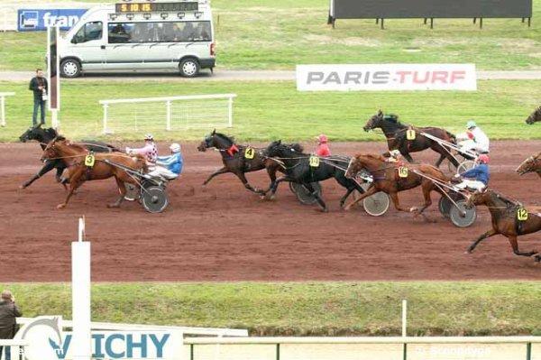 mercredi 14 octobre 2015 - vichy le g.n.t. trot attelé 18 chevaux résultat 13 3 4 14 16