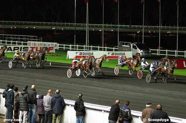 vendredi  20  novembre  2015  -  vincennes  trot attelé  départ 20h30  avec 16 chevaux aqrrivée 16 7 1 8 3