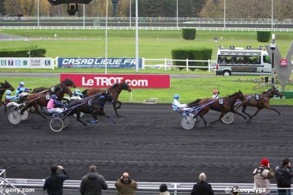 lundi 30 novembre 2015 vincennes trot attelé 18 chevaux départ  autostart arrivée   9 12 11 6  15