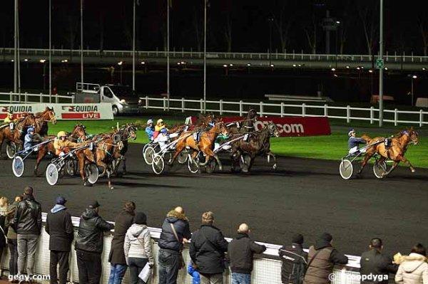 vendredi 4 décembre 2015  vincennes nocturne 18 chevaux résultat  1 5 15 18 16