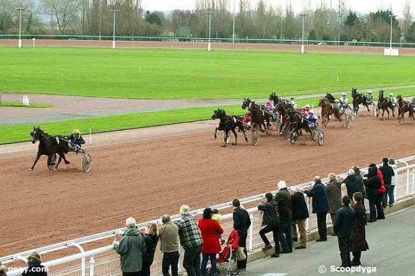 jeudi 17 décembre 2015 cabourg trot attelé 16 chevaux arrivée 13 16 12 11 14