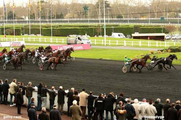 samedi 19 décembre 2015 vincennes trot attelé 18 chevaux 2100 mètres grande piste autostart départ à 15h08