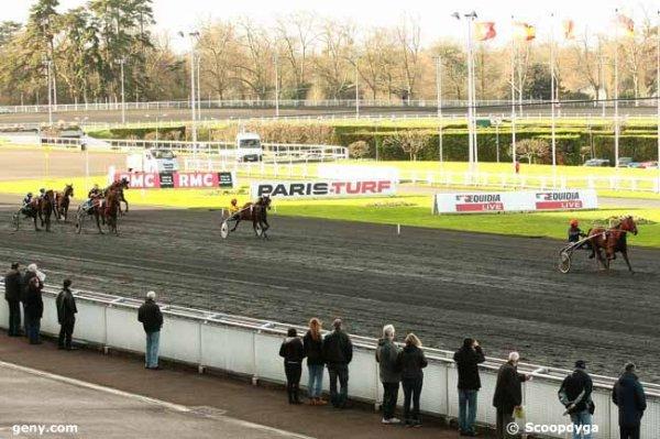 ce jeudi 7 janvier 2016 à vincennes trot attelé départ à l'autostart avec 16 chevaux arrivée 5 11 4 8 9
