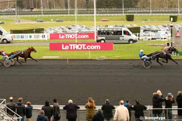 dimanche 21 février à vincennes avec 17 chevaux un quinté de trot attelé dèpart à 15h08 arrivée 11 8 1 3 13