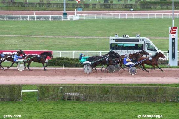 ce vendredi 26 février 2016 un quinté de trot attelé à enghien 15 chevaux arrivée 13 4 10 14 12