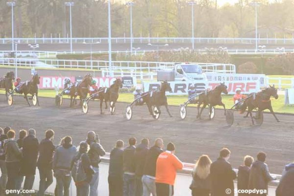 ce vendredi a vincennes à 19h47 un trot attelé avec 14 chevaux résultat 6 4 14 13 7
