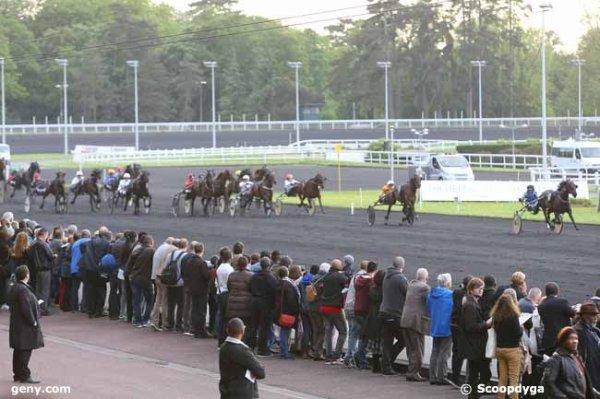 vendredi 13 mai 2016 vincennes  2100 mètres autostart 18 chevaux  arrivée 12 7 11 2/15