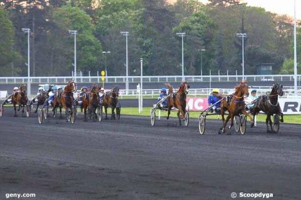quinté de trot attelé  à  vincennes avec 14 chevaux départ  à 20h 15 arrivée 13 7 12 8 2
