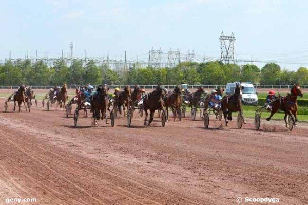 mercredi 19 avril 2017 - quinté de trot attelé 18 chevaux mon choix:  17 11 7 1416 .....arrivée 17 7 18 5 6