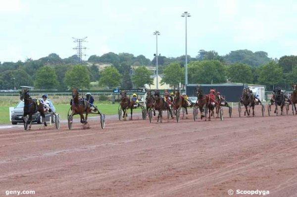 ce  mercredi 9  août  2017  -  saint-malo  trot attelé  18  chevaux - mon choix  4 7 6 8  12  .arrivée 5 4 2 8 16
