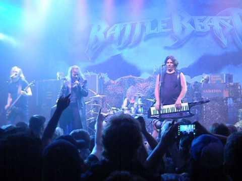 Avec ce groupe de heavy metal finlandais... (l)