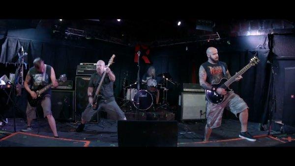 Avec ce bon groupe de punk hardcore et speed metal américain