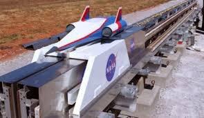 Astronautas vão viajar pelo sistema solar em 2021 Projecto da NASA 'Space Launch System' permitirá voos tripulados de longa