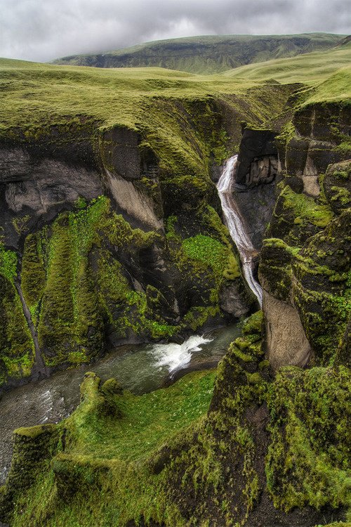 Fjaðrárgljúfur Canyon, Islândia