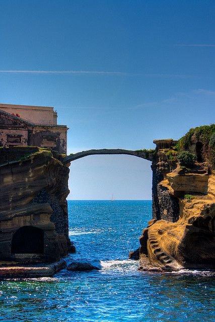 Gaiola Bridge, Nápoles, Itália
