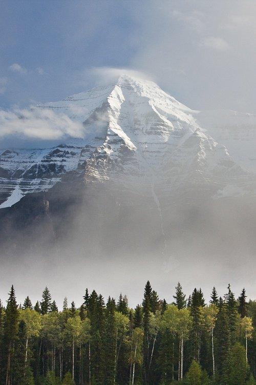 Neve Peak, MT. Robson, Canadá