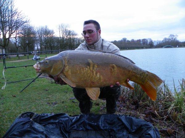 une journée de peche hivernal............avec ce superbe poisson a la clé!!!!!!!!!!!!!!