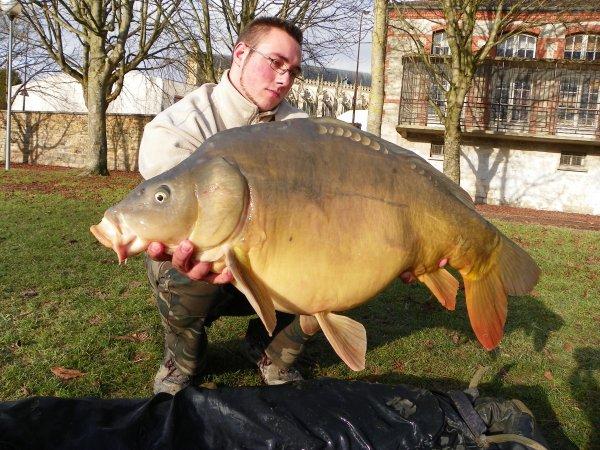 suivi d'une belle miroir!!!!!!!!!!!!!!!!!!sortir les canne l'hiver et faire quelque poisson un vrai plaisir.............