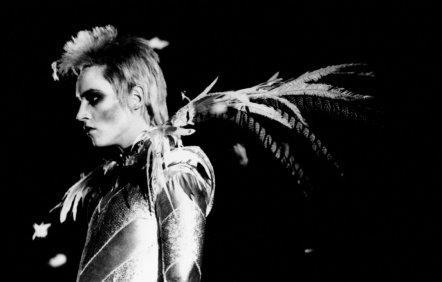 """"""" C'est le fait de vivre qui m'intéresse, pas le résultat. .""""  David Bowie"""