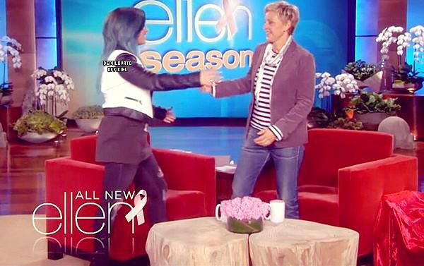 04.10.2013 - Demi a donné une interview et chanté dans les bureaux de Grammys.