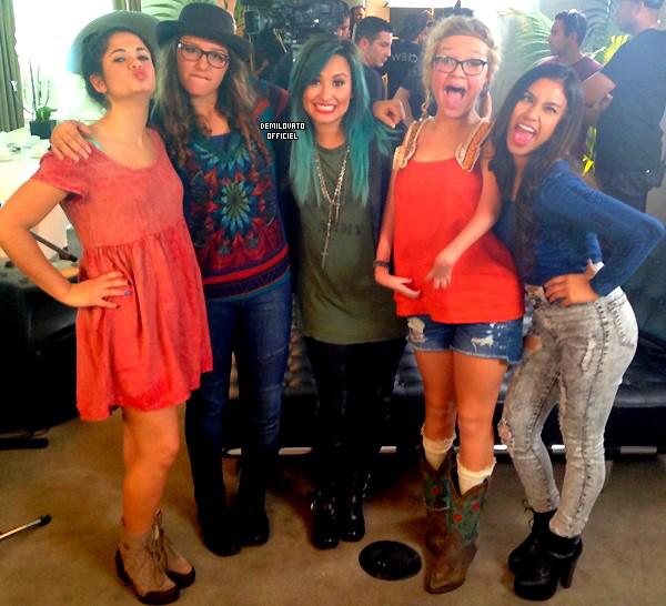 21.10.2013 - La chanson Let It Go de Demi pour le dessin animé Frozen a été dévoilé.