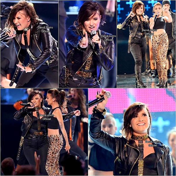10.08.2014 - Demi a été vue allant se préparer pour les Teen Choice Awards 2014 à Los Angeles.