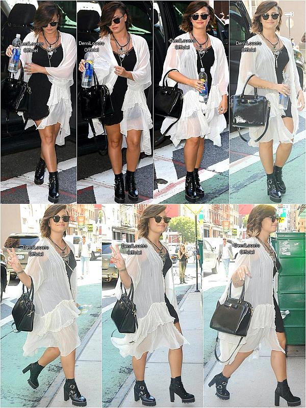 14.08.2014 - Demi a été vue quittant son hôtel à New York.