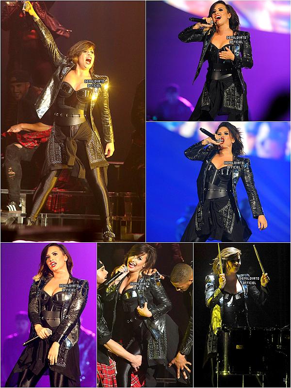 06.09.2014 - Demi a fait un meet and greet à Baltimore.