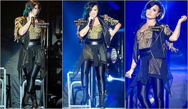 21.11.2014 - Demi a été vue arrivant dans les studios d'NRJ à Paris en France.