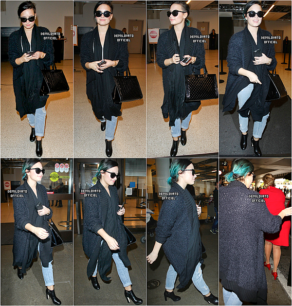 30.11.2014 - Demi a été vue sortant de l'aéroport LAX à Los Angeles.