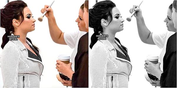 02.01.2015 - Demi a pris une photo avec une fan à Park City dans l'Utah.