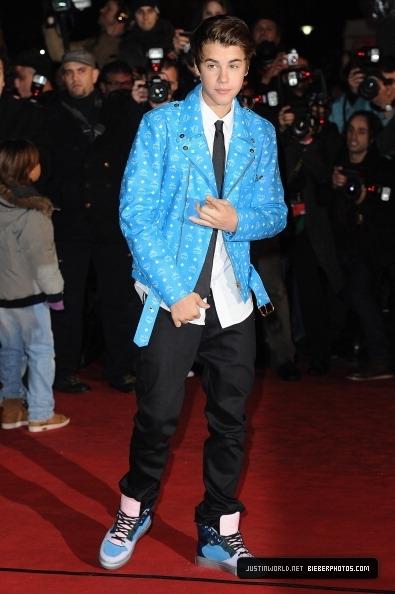Mon Justin au NRJ music award 2012  il es trop beau Habiller en bleu *0*