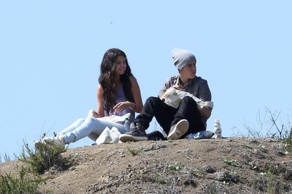 Justin Bieber et Selena Gomez, un pique-nique en amoureux très romantique