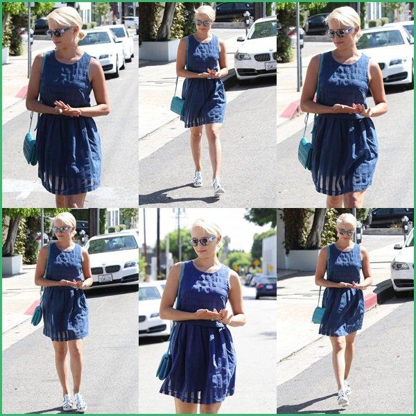 ● Dianna Agron balaie sa coupe de cheveux blonde de platine pendant son déjeuner chez Gracias Madre à West Hollywood, en Californie !