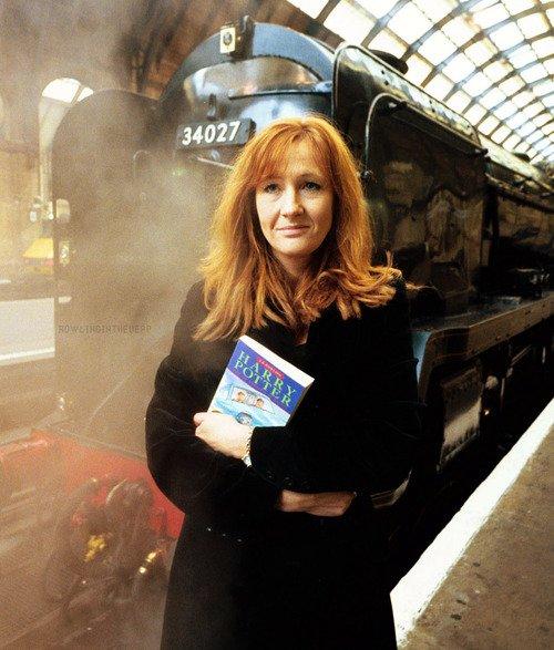 Happy birthday to J.k Rowling !