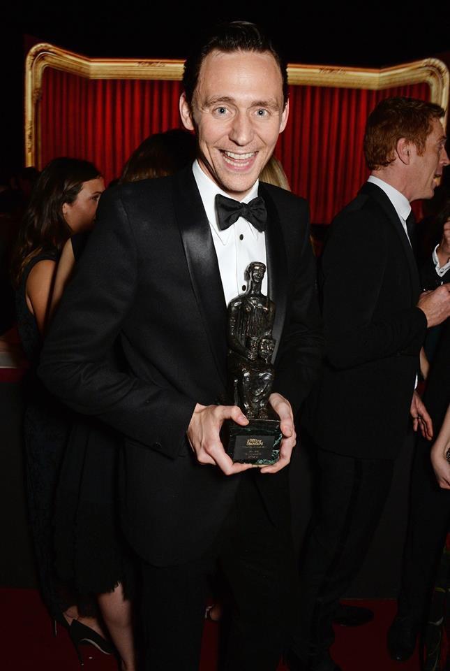 Tom remporte le award du meilleur acteur au théâtre pour sa performance dans Coriolanus !