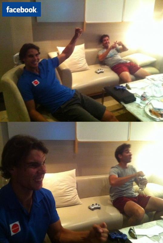 """08/10/11: """" Salut à tous. Je suis très heureux car demain je vais jouer la finale à Tokyo. Tout va bien. Là je joue à la PlayStation avant de dîner. Je ne vous dirai pas le score... vous le devinerez avec les photos ;) """""""