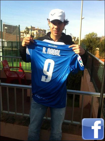 """21.12.11 : Aujourd'hui j'ai reçu le tee shirt du Xerez C.D signé par tous les joueurs avec une dédicace très spéciale :) Merci beaucoup et bonne chance pour cette saison. Et aussi bonne fêtes de fin d'années à tous les fans de Xerez !"""""""