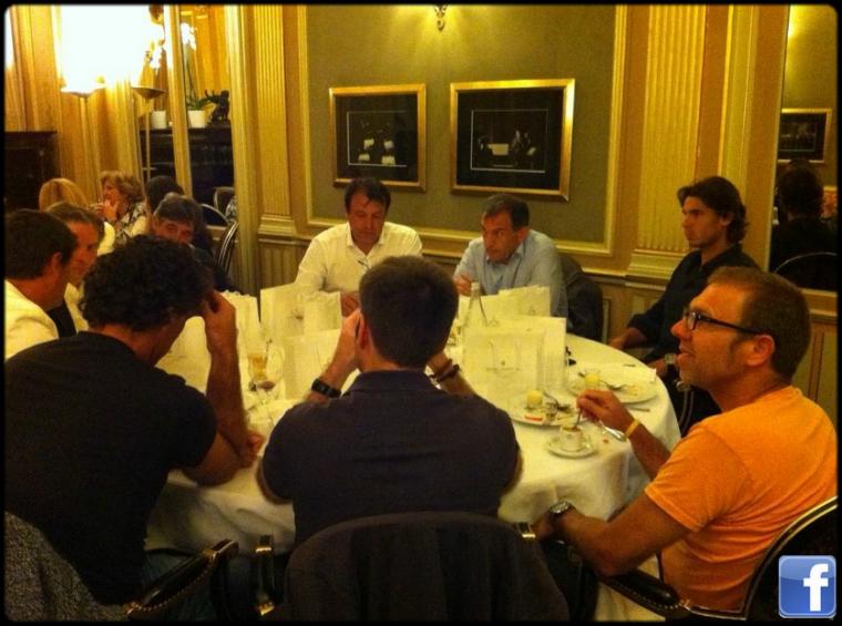 """8 juin 2012 : """" Profitant d'un bon dîner avec la famille et l'équipe au Café de la Paix"""""""