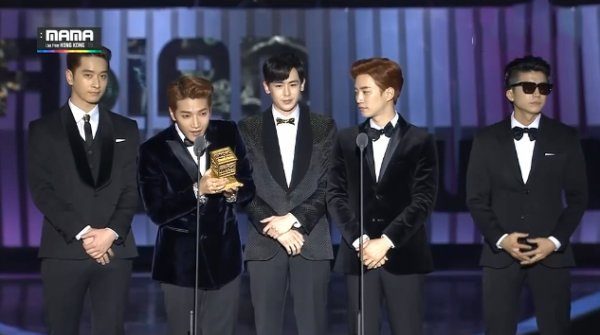 """Les 2PM reçoivent l'Award du """"Best Music Vidéo"""" pour """"Go Crazy"""" :"""