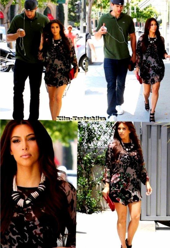 """28/07/11. Kim Kardashian et Kris Humphries ont été repérés à Beverly Hills sortant du magazin """"Ralph Lauren"""" puis sont allée manger dans un restaurant local."""