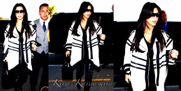 "29/08/11. Tôt ce matin Kim à été repéré à l'aéroport international de LAX, à Los Angeles pour se rendre à NY pourla suite de ""Kourtney and Kim Take New York""."