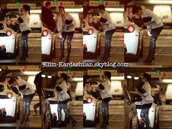 14/12/11. Kim a été repérée allant à une réunion d'affaires à Los Angeles.