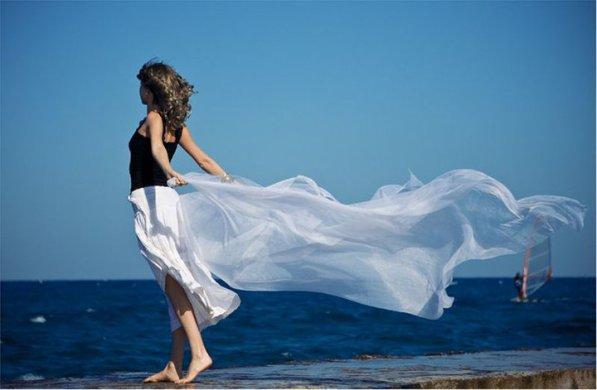 les femmes c'est comme les fées, si tu ne crois pas en elle , elle disparaissent ...