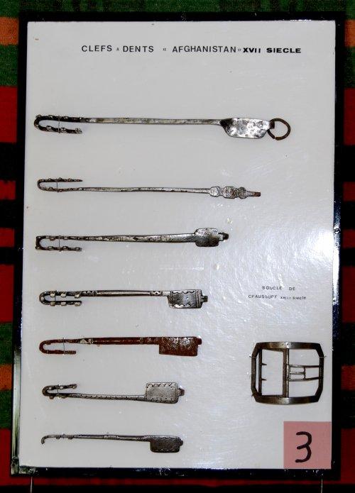 tableaux de clefs, serrures anciennes, chopes à bières     -      claudinejoanny@aol.com