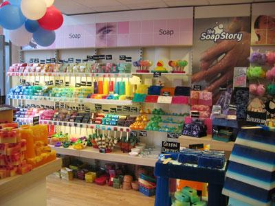 The Soap Story® est un concept de magasin dédié à la vente de savons  originaux et uniques, de produits de bain dérivés pour un usage et un  bien-être ... 7659bb5cc911
