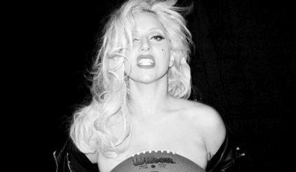Lady Gaga met son corps en jeu